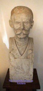 Gipsz szoborterv Badár Balázsról