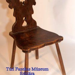 Hegedűtámlás-szék