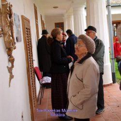 Emléktábla avatás a múzeumépület tornácán