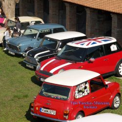 Mini Morris találkozó a múzeum udvarában